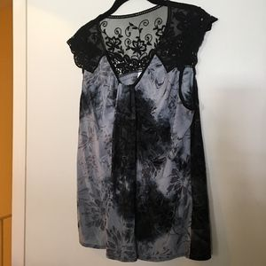 Tops - Sleeveless black and gray top